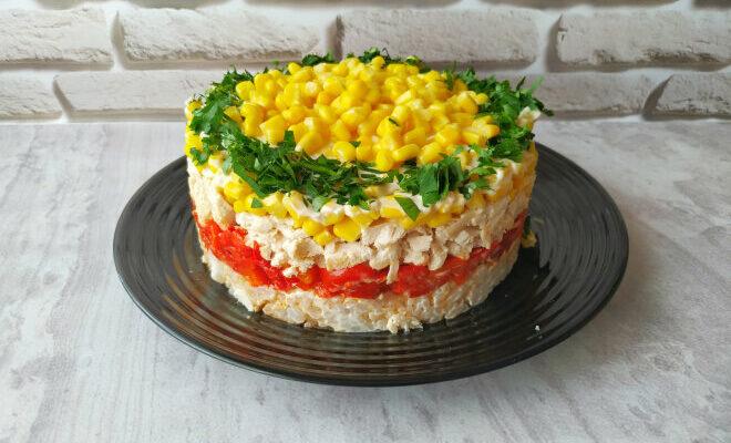 Багатошаровий салат з куркою - рецепт приготування