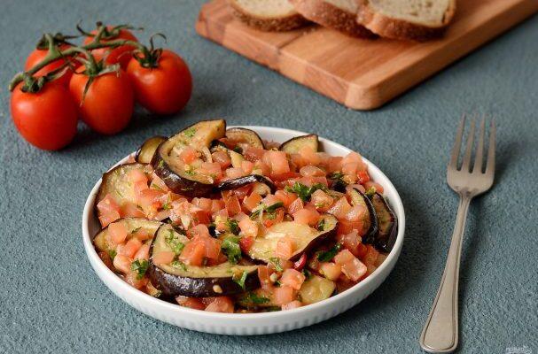 Гостра закуска з баклажанів з помідорами - рецепт приготування