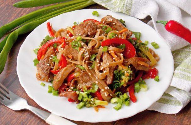 Гречана локшина з індичкою і овочами - рецепт приготування