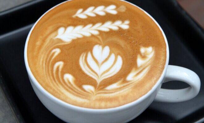 Класичний кави латте по-домашньому - рецепт приготування
