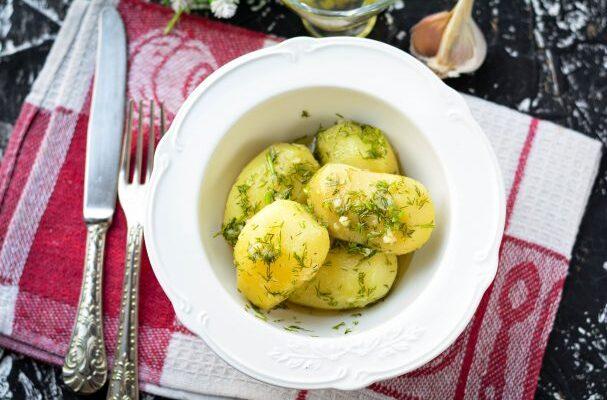 Молода картопля з кропом - рецепт приготування