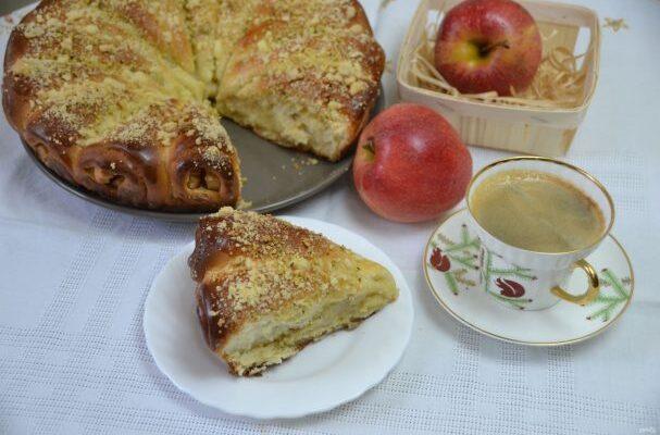 """Пиріг """"Яблучні ріжки - рецепт приготування"""