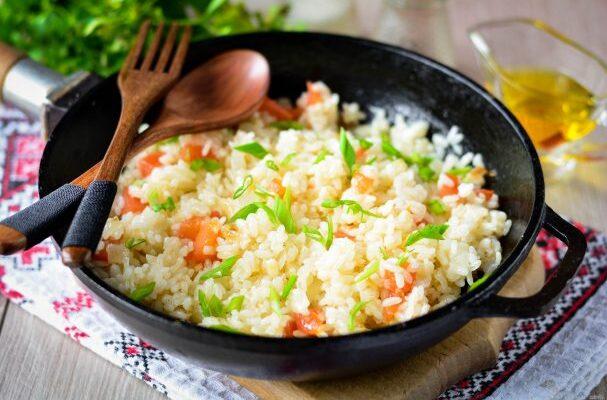 Розсипчастий рис в сковороді - рецепт приготування