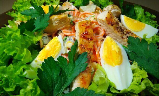 Салат з курячої грудки з кукурудзою - рецепт приготування т