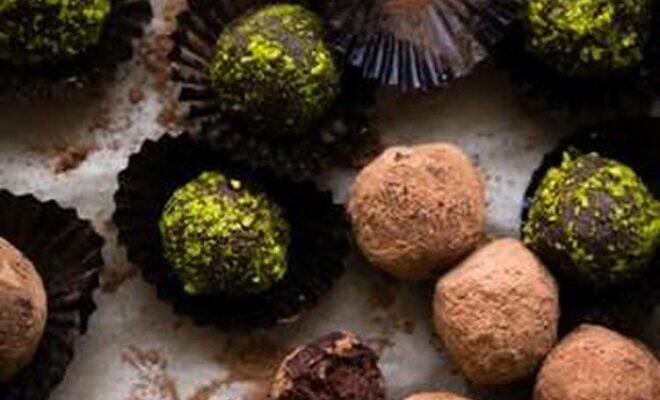 Шоколадно-вершкові цукерки з фісташками - рецепт приготування