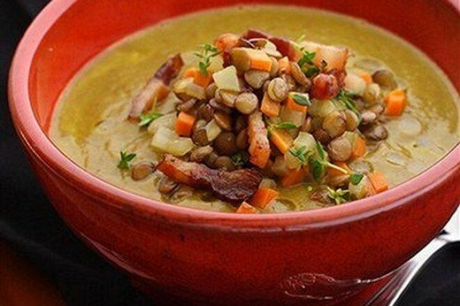Сочевичний суп з беконом в горщиках - рецепт приготування