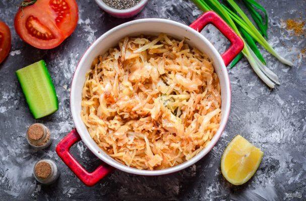 Тушкована капуста в духовці - рецепт приготування