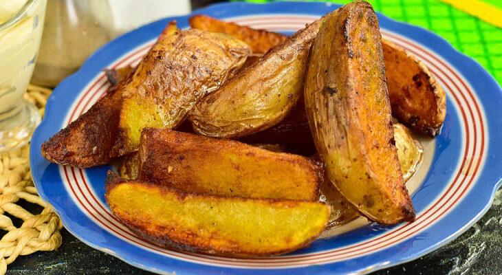 Картопля по-селянськи на сковороді - рецепт приготування