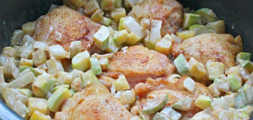Курячі стегна з кабачками на сковороді - рецепт приготування