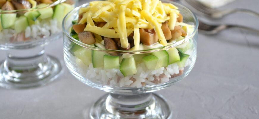 Листковий салат з м'ясом і грибами - рецепт приготування