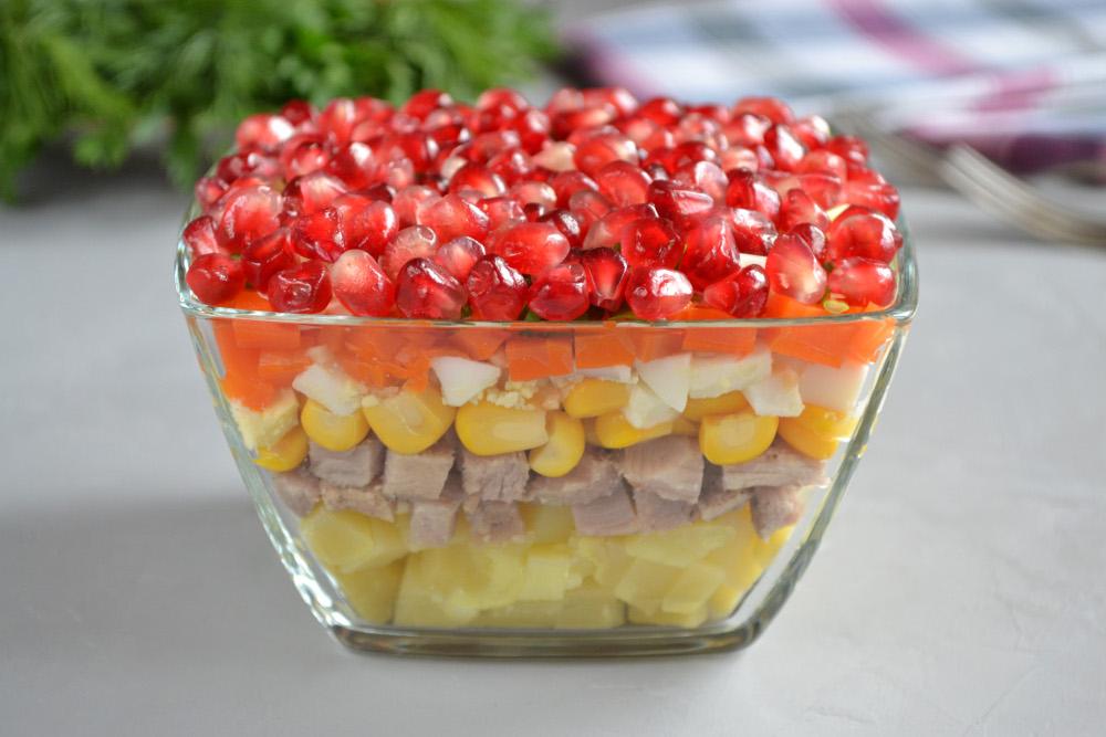 М'ясний салат з гранатом і кукурудзою - рецепт приготування