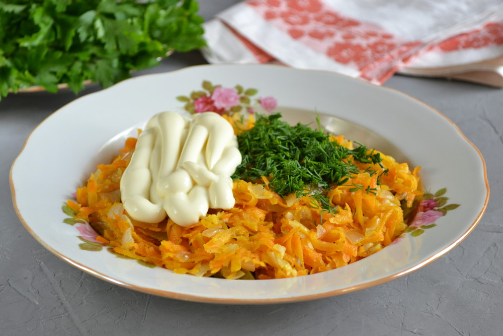 Салат «Обжорка» з куркою і солоними огірками - рецепт приготування