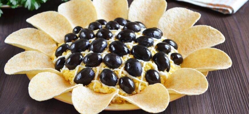 Салат з куркою і грибами Соняшник - рецепт приготування