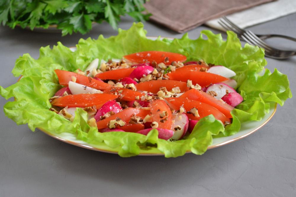Салат з редискою і горіхами - рецепт приготування