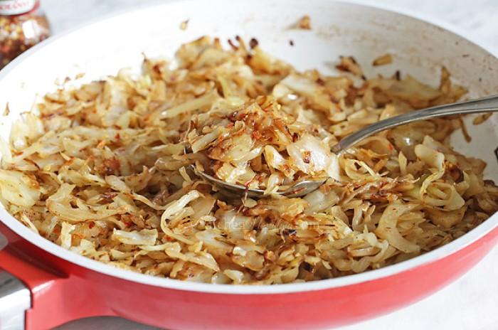 Свекруха поділилася рецептом дуже смачної тушкованої капусти - рецепт приготування