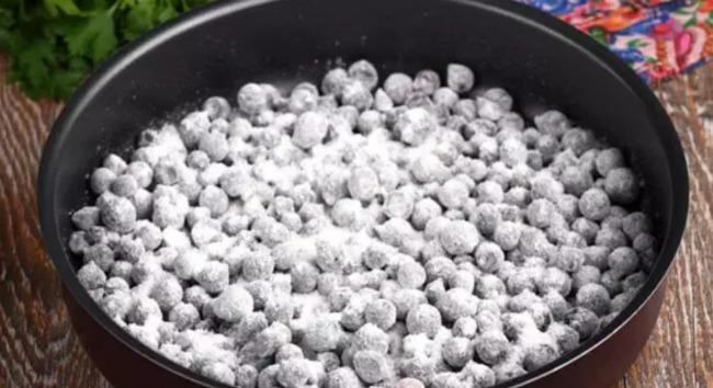 Рецепт дивовижного пирога з ягодами на найкращому рідкому тісті. Відмінно пропікається!